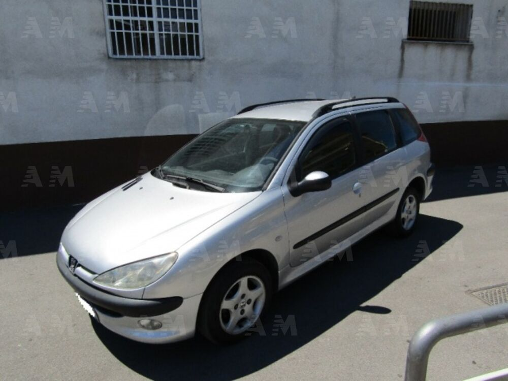 vendo peugeot 206 sw hdi s usata a somma vesuviana napoli. Black Bedroom Furniture Sets. Home Design Ideas